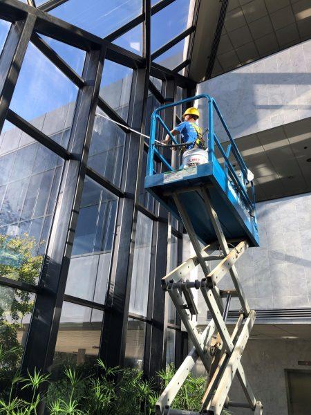 Window Cleaning scissor lift